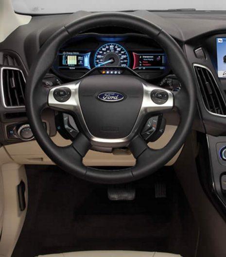2017-Ford-Focus-Electric-interior