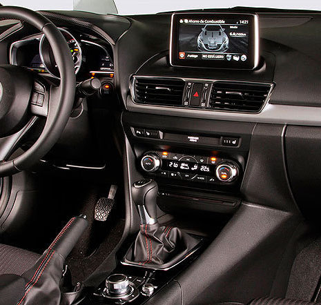 mazda3-sportsedan-2014-interior-volante-mandos-navegador.306239